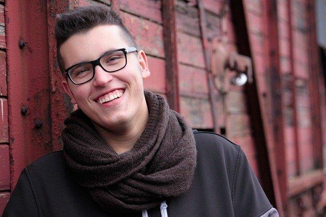 usměvavý muž