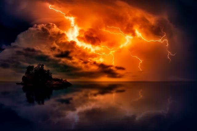 blesky nad mořem
