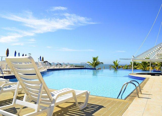 krásný bazén hotelu.jpg