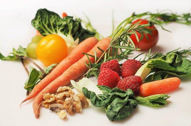 ořechy, malina a zelenina.jpg