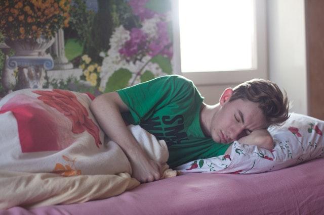 z kvalitní a pohodlné postele se vám nebude chtít vstávat