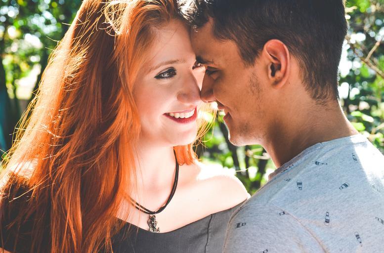 muž a žena v přírode
